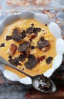 Europe/France/Midi-Pyrénées/46/Lot: Crème mousseuse de potiron à l'huile de truffes et croutons