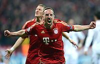 FUSSBALL   CHAMPIONS LEAGUE  HALBFFINAL HINSPIEL   2011/2012      FC Bayern Muenchen -Real Madrid          17.04.2012 Jubel nach dem Tor zum 1:0, Franck Ribery hinten Bastian Schweinsteiger (FC Bayern Muenchen)