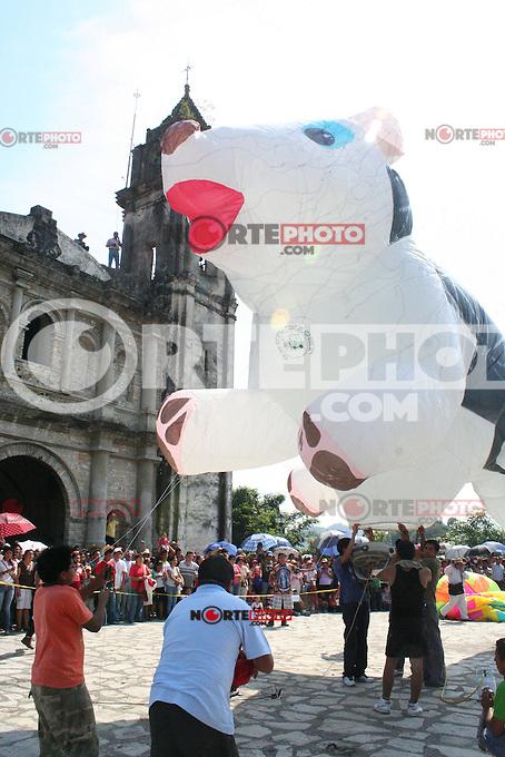 ZOZOCOLCO.- Este domingo se realizo el festival nacional de globos de papel china celebrado en este municipio a donde llegaron decenas de visitantes. /FOTOJAROCHA.COM/ Polo Rivera /NortePhoto