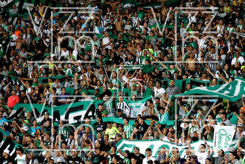 MANIZALES - COLOMBIA -27-02-2016: Hinchas de Atletico Nacional, animan a su equipo durante partido Once Caldas y Atletico Nacional, por la fecha 7 de la Liga de Aguila I 2016 en el estadio Palogrande en la ciudad de Manizales. / The fans of Atletico Nacional, cheer for their team during the match between Once Caldas and Atletico Nacional, for date 7 of the Liga de Aguila I 2016 at the Palogrande stadium in Manizales city. Photo: VizzorImage  / Santiago Osorio / Cont.