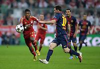 FUSSBALL  CHAMPIONS LEAGUE  HALBFINALE  HINSPIEL  2012/2013      FC Bayern Muenchen - FC Barcelona      23.04.2013 David Alaba (li, FC Bayern Muenchen) gegen Lionel Messi (re, Barca)