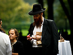 New York, United States, September 29, 2011..Dozens of Jews commemorate the anniversary of Rosh Hashanah in central park in New York. September 29, 2011. VIEWpress / Eduardo Munoz Alvarez..Jews around the world, religious and secular, including six million who live in Israel, commemorating yesterday or Year Rosh Hashanah New , in accordance with the calendar Hebrew, is the 5772 since the creation of the world. Local Media Reported.