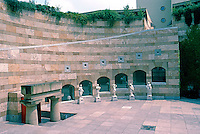 James Stirling: Neve Staatsgalerei, Stuttgart. 1977-1983.  Architectural landscaping.