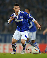 FUSSBALL   EUROPA LEAGUE   SAISON 2011/2012  SECHZEHNTELFINALE FC Schalke 04 - FC Viktoria Pilsen                          23.02.2012 Alexander Baumjohann (FC Schalke 04) Einzelaktion am Ball