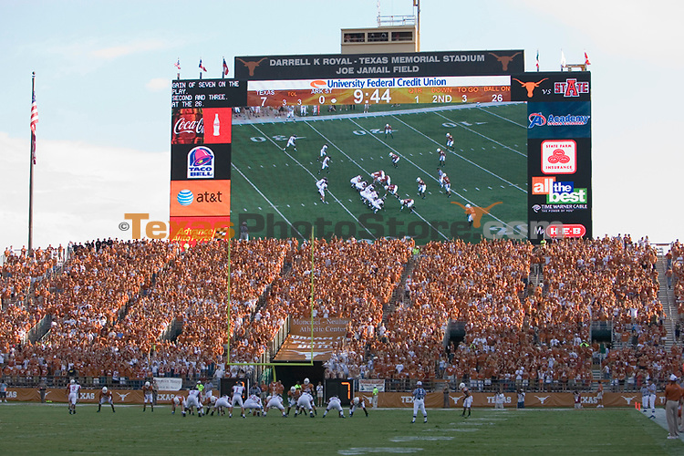 football vs. arkansas state.(The University of Texas/Jim Sigmon)
