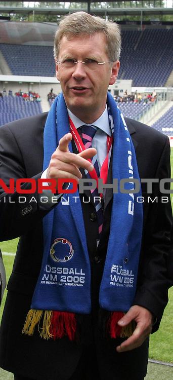 WM 2006 INAS-FID &quot;Der Menschen mit Behinderung&quot; <br /> <br /> England gegen Mexiko 11-1<br /> <br /> Nieders. Ministerpraesid. Christian Wulff bei der Eroeffnung am 01.09.06 in der AWD Arena in Hannover<br /> <br /> Foto :&copy; nordphoto <br /> <br /> <br /> <br />  *** Local Caption ***
