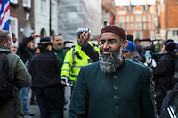 28.11.2014 - Anjem Choudary's Supporters & Britain First clashes outside Egyptian Embassy
