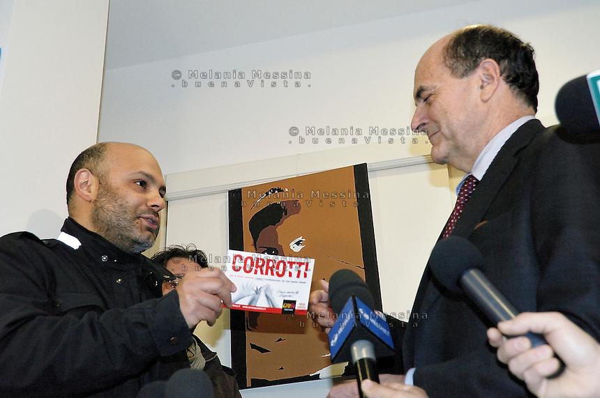 Bersani incontra gli esponenti dell'associazione Libera di Don Ciotti a Palermo
