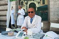 Roma 26 Luglio 2012.Sciopero dei farmacisti  di Federfarma per protestare contro i tagli previsti dal decreto del governo sulla spending review. Dr. Franco Caprino, Presidente Federfarma Lazio