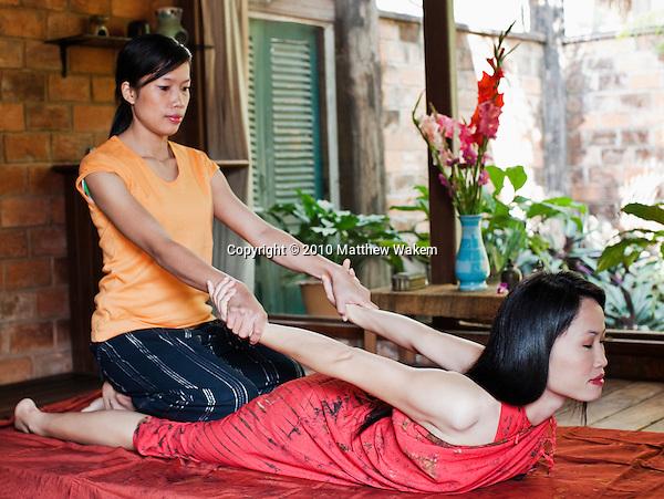 massage nuru tours Loos