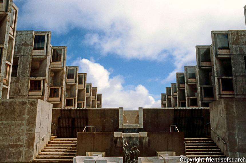 Louis I. Kahn: Salk Institute, La Jolla. Court, Fountain. Photo 2004.