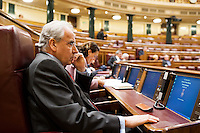 Alfonso Guerra listening carefully the speech of Minister of Justice, Alberto RuÌz-GallardÛn