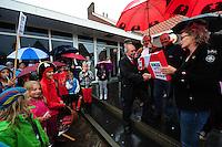 ALGEMEEN: SINT NICOLAASGA: parkeerterrein naast zalencentrum Sint Nicolaasga, 31-05-2012, Manifestatie tegen sluiting bibliotheek St. Nicolaasga, Liedeke (links op de foto, als piraat) heeft zich de afgelopen weken sterk gemaakt voor het behoud van de bieb, mede-initiatiefneemster Hillie de Koe (SP werkgroep) overhandigt de verzamelde handtekeningen aan wethouder Jan Benedictus, ©foto Martin de Jong
