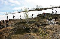 Sildratur, fra Vekta i Selbu til Sildra øverst i Sondalen i Stjørda, innom mange gamle setervoller i anledning Kulturminneåret. Snøfonna innunder Grønnfjellet bruker å ligge til ut i august. Foto: Bente Haarstad