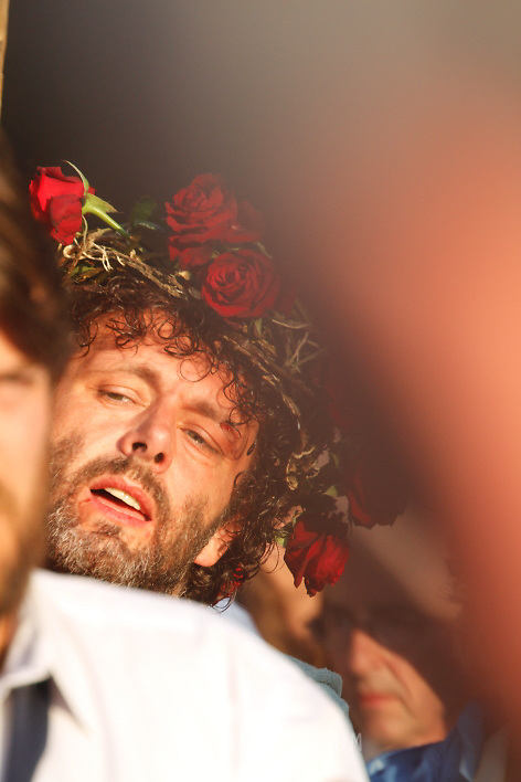 MICHAEL SHEEN<br /> THE PASSION PLAY AT PORT TALBOT, WALES.<br /> FEATURING MICHAEL SHEEN.<br /> TRIAL   PROCESSION    CRUCIFICTION <br /> <br /> 23.04.2011 <br /> &copy; Neil Beer   www.neilbeer.com