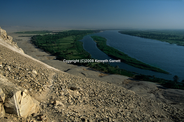 Pharaohs of the sun; Scenic of fertile farming area along Nile River near site of Amarna,  Capitol city built by Akhenaten, Amenhotep IV, New Kingdom, Modern, daliy life, palm, agriculture