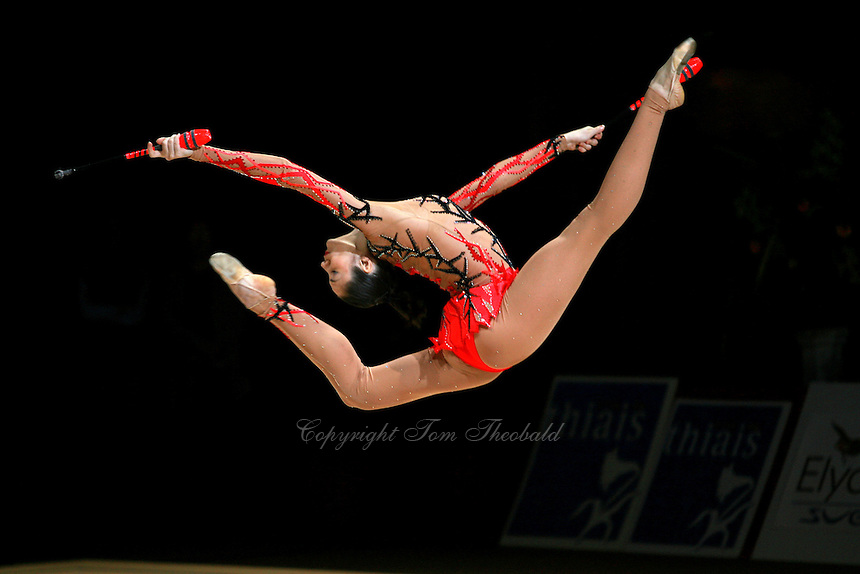 гимнастка на стропане