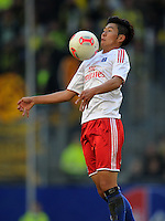 FUSSBALL   1. BUNDESLIGA   SAISON 2012/2013   4. SPIELTAG Hamburger SV - Borussia Dortmund               22.09.2012         Heung Min Son (Hamburger SV)  Einzelaktion am Ball