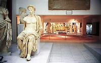 Libyan Arab Jamahiriya   .Tripoli       June 2002. .Tripoli's National Museum.. Roman Statues from Leptis Magna.Roman statues from Leptis Magna .Libia Tripoli  Giugno 2002..Museo Nazionale..Staute romane.