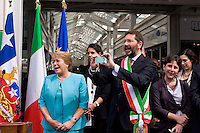Roma 4 Giugno 2015<br /> Il presidente della Repubblica del Cile Michelle Bachelet in visita ufficiale a Roma.<br /> Il presidente del Cile  Michelle Bachelet con il sindaco di Roma Ignazio Marino visitano il  mercato di Testaccio a Roma. l  gruppo musicale cileno degli  Inti Illimani a lungo esule in Italia durante la nel periodo della dittatura del generale Pinochet in Cile si esibisce per il presidente del Cile Michelle Bachelet il sindaco di Roma Ignazio Marino riprende il concerto con lo smartphone.<br /> Rome June 4, 2015<br /> The President of Chile Michelle Bachelet on an official visit to Rome.<br /> Chile's President Michelle Bachelet with the mayor of Rome Ignazio Marino visiting the market in Testaccio in Rome. The Chilean band Inti Illimani long exile in Italy during the period of the dictatorship of General Pinochet in Chile he performed for the President of Chile Michelle Bachelet, Rome mayor Ignazio Marino, resumed the concert  with the smartphone