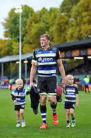 Stuart Hooper of Bath Rugby with his kids after the match. Aviva Premiership match, between Bath Rugby and Exeter Chiefs on October 17, 2015 at the Recreation Ground in Bath, England. Photo by: Patrick Khachfe / Onside Images