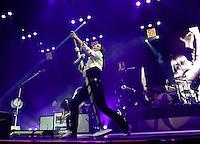 """Die Frontfrau der Band Silbermond Stefanie Kloss singt am Samstag (25.11.12) zum Tour-Auftakt der """"Himmel auf""""-Tour in der Arena Leipzig in Leipzig. Foto: aif / Norman Rembarz"""