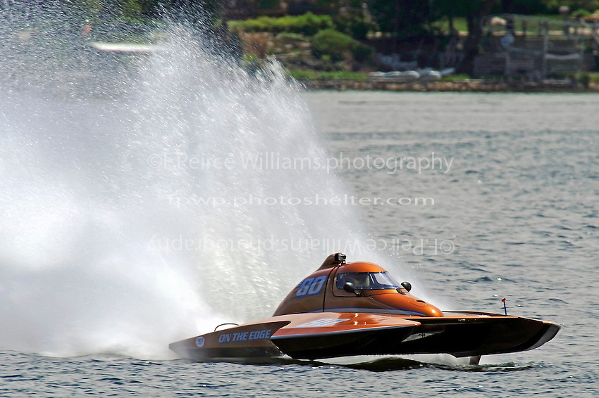 """Howie Schnabolk, S-80 """"On The Edge""""  (2.5 Litre Stock hydroplane(s)"""