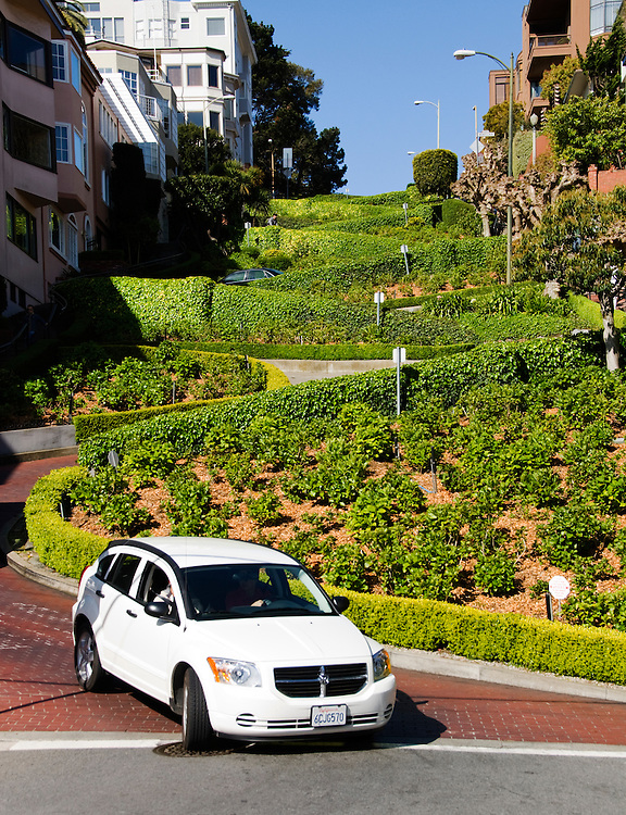 California, San Francisco: The Crookedest Street, Lombard, at Hyde..Photo #: 19-casanf78853.Photo © Lee Foster 2008