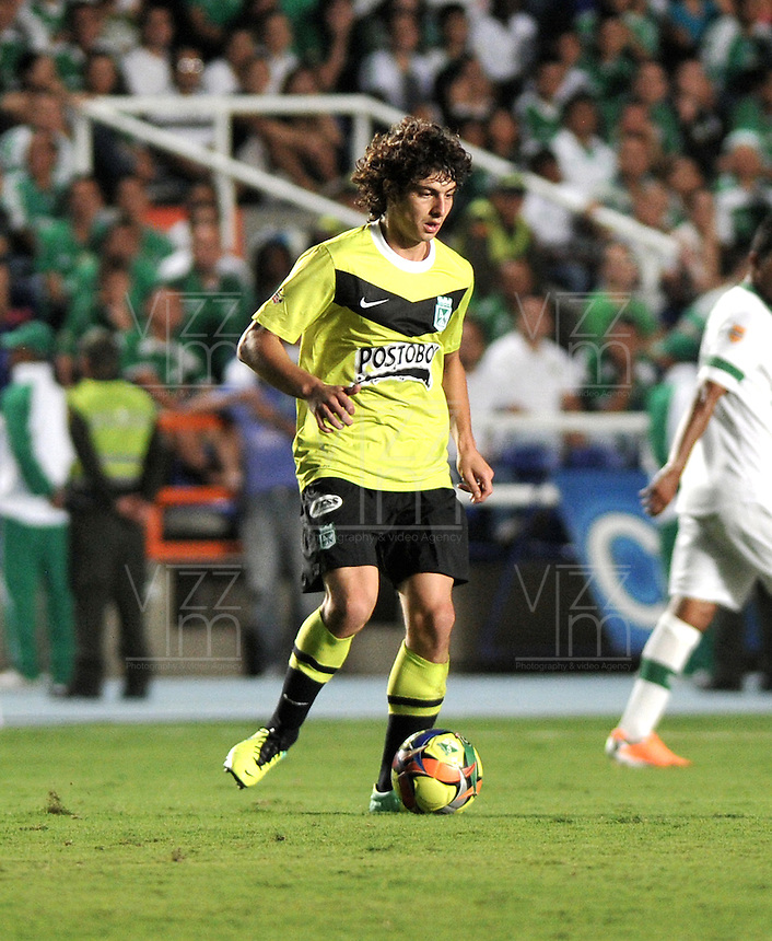 CALI- COLOMBIA -22 -01-2014: Stefan Medina, jugador de Atletico Nacional durante partido de ida por la Super Liga 2014, en el estadio Pascual Guerrero de la ciudad de Cali.  / Stefan Medina, player of Atletico Nacional, during the match between Deportivo Cali and Atletico Nacional for the first leg of the Super Liga 2014 at the Pascual Guerrero Stadium in Cali city. Photo: VizzorImage  / Luis Ramirez / Staff.