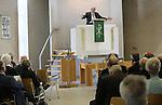 Foto: VidiPhoto<br /> <br /> NIJKERK - Bondsdag van de Christelijk-Gereformeerde mannen, in De Kandelaar in Nijkerk. Spreker is ds. J. Jonkman.