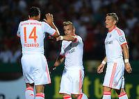 FUSSBALL  DFB POKAL       SAISON 2012/2013 Jahn Regensburg - FC Bayern Muenchen  20.08.2012 Jubel nach dem Tor zum 0:4 Claudio Pizarro , Xherdan Shaqiri , Bastian Schweinsteiger (v. li., FC Bayern Muenchen)