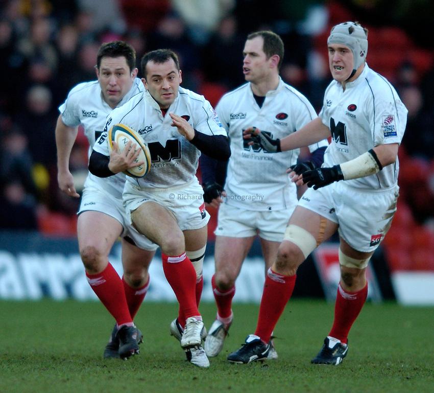 Photo: Richard Lane..Saracens v London Irish. Powergen Cup. 23/01/2005..Thomas Castaignede attacks.