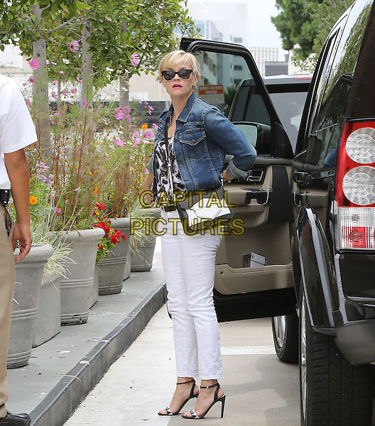 July 19 2014 Beverly Hills CA  Reese Witherspoon  going into her dermatologist appointment <br /> CAP/MPI/MPI99<br /> &copy;MPI99/MPI/Capital Pictures