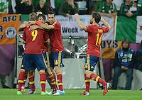 FUSSBALL  EUROPAMEISTERSCHAFT 2012   VORRUNDE Spanien - Irland                     14.06.2012 Torjubel nach dem 2:0: Fernando Torres, David Silva, Sergio Busquets und Xabi Alonso (v.l., alle Spanien)