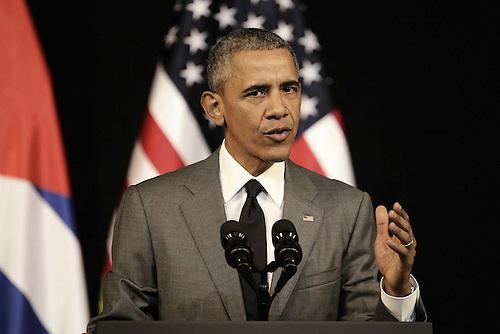 LA HABANA (CUBA), 22/3/2016.- El presidente de Estados Unidos, Barack Obama, ofrece un discurso al pueblo cubano hoy, martes 22 de marzo de 2016, en el Gran Teatro de La Habana en La Habana (Cuba).