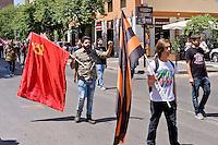 Roma 30 Maggio 2015<br /> Marcia commemorativa, al quartiere San Lorenzo, in onore del  Comandante Aleksey Mozgovoy,  uno dei leader carismatici della resistenza di Lugansk e Donetsk, comandante del battaglione Prizrak (fantasma) nell'autoproclamata Repubblica di Lugansk in Donbass ucciso in un attentato. I manifestanti sfilano con la bandiera comunista e con  il nastro di San Giorgio (i cui colori sono arancione e nero) utilizzato dalla Milizia del Donbass.<br /> Rome May 30, 2015<br /> Commemorative march, to the neighborhood of San Lorenzo, in honor of Captain Aleksey Mozgovoy, one of the charismatic leaders of the resistance of Lugansk and Donetsk, battalion commander Prizrak (ghost)  in self-proclaimed Republic of Lugansk in Donbass killed in an attack.Protesters march with communist flag and the Ribbon of Saint George (whose colors are orange and black) used by the Militia of the Donbass.