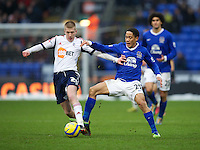 BOLTON, ENGLAND - Saturday, January 26, 2013: Everton's Steven Pienaar in action against Bolton Wanderers' Josh Vela during the FA Cup 4th Round match at the Reebok Stadium. (Pic by David Rawcliffe/Propaganda)