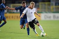 FUSSBALL INTERNATIONAL Laenderspiel Freundschaftsspiel U 21   Deutschland - Frankreich     13.08.2013 Johannes Geis (vorn, Deutschland) am Ball gegen Jordan Ferri (Frankreich)