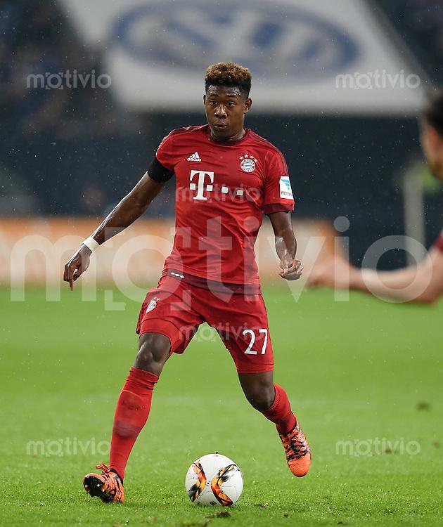 Fussball  1. Bundesliga  Saison 2015/2016  13. Spieltag in Gelsenkirchen FC Schalke 04 - FC Bayern Muenchen     21.11.2015 David Alaba (FC Bayern Muenchen) am Ball