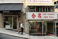 Hong Kong,  Central, 12 December, 2006..Kunstgallerie naast de slager in Aberdeen Street. ..Art gallery next to the butcher in Aberdeen Street...Foto Kees Metselaar