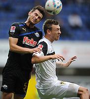 FUSSBALL   2. BUNDESLIGA   SAISON 2011/2012    7. SPIELTAG SC Paderborn 07 - Alemannia Aachen                        09.09.2011 Enis ALUSHI (li, Paderborn) gegen Manuel JUNGLAS (re, Aachen)