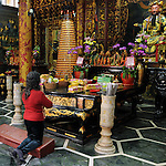 Bao-jhong Yi-min Temple, Kaohsiung -- Prazer of a devout Taoist.