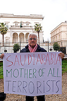 Roma 4 Aprile 2015<br /> La Rete No War manifesta davanti all 'Ambasciata dell'Arabia Saudita per protestare contro l'intervento militare saudita nello Yemen.<br /> Rome April 4, 2015<br /> The Network No War manifested in front of the 'Embassy of Saudi Arabia in protest against the Saudi military intervention in Yemen.