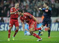 FUSSBALL   CHAMPIONS LEAGUE   SAISON 2011/2012     02.11.2011 FC Bayern Muenchen - SSC Neapel JUBEL FC Bayern; Franck Ribery (li) und Torschuetze Mario Gomez (re) nach seinem dritten Tor zum 3-0 Zwischenstand