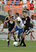 Davy Arnaud (22),Branko Boskovic (8),Daniel Woolard (21)