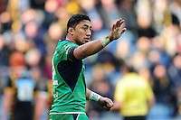 Bundee Aki of Connacht has a word with a team-mate. European Rugby Champions Cup match, between Wasps and Connacht Rugby on December 11, 2016 at the Ricoh Arena in Coventry, England. Photo by: Patrick Khachfe / JMP