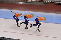 SCHAATSEN: SALT LAKE CITY: Utah Olympic Oval, 17-11-2013, Essent ISU World Cup, Team Pursuit, Linda de Vries, Antoinette de Jong, Ireen Wüst (NED), ©foto Martin de Jong