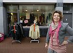 Foto: VidiPhoto<br /> <br /> KAMPEN - Winkeliers in de Geerstraat in Kampen hebben nog steeds last van de crisis. Foto: Tweedehands kledingwinkel Fair and Shair.