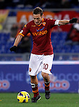 Calcio, Serie A: Roma vs Fiorentina. Roma, stadio Olimpico, 8 dicembre 2012..AS Roma forward Francesco Totti in action during the Italian Serie A football match between AS Roma and Fiorentina at Rome's Olympic stadium, 8 december 2012..UPDATE IMAGES PRESS/Isabella Bonotto