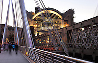 Golden Jubilee Bridge, cable-stayed, pedestrian bridge, Hungerford Bridge and floodlit Charing Cross station in the background, 1990, Terry Farrell and Partners, London, UK. The railway bridge often called Charing Cross Bridge, is a steel bridge which first version was designed by Isambard Kingdom Brunel, and opened in 1845. Picture by Manuel Cohen.The use of this image may require further clearance / Merci de vous assurer que l'utilisation finale de l'image ne necessite pas d'autorisation supplementaire.